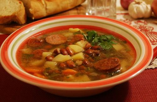 Фасолевый суп с копченой корейкой и помидорами