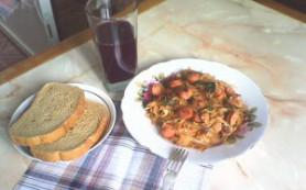 Бигус со свежей капустой и сосисками
