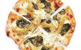 Пицца со шпинатом и артишоками