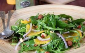 Шведский салат с рукколой, апельсинами, орехами и джемом