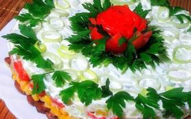 Салат с тунцом, фасолью и кукурузой