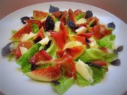Салат из козьего сыра с инжиром