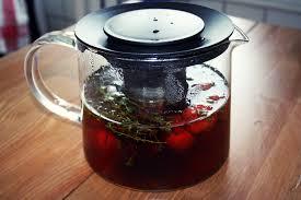 Чай с тимьяном и клубникой