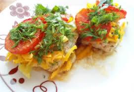 Запеченная рыба под овощами