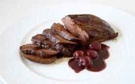 Рецепт тушеной свинины с вишней