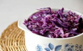 Необычный салат из синей капусты
