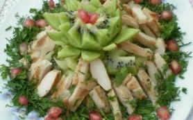 Салат из курицы с киви и фетой