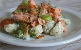 Салат из копченой скумбрии с овощами