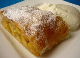 Слоеный пирог с яблоками и малиной