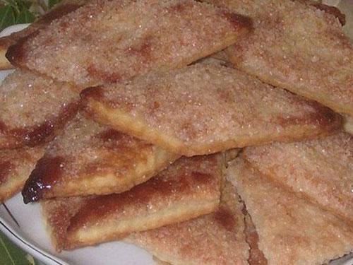 Простое в приготовлении и очень вкусное, хрустящее печенье.