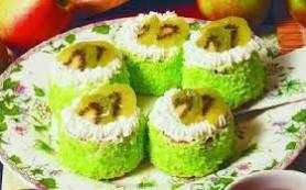 Бисквитные пирожные с киви