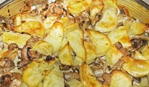 Картофель с грибами, приготовленный в духовке