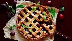 Пирог из сливы с миндалем