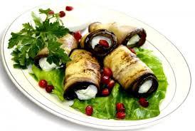 Рулетики из баклажанов с курицей и овощами