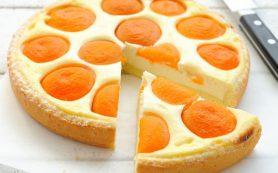 Пирог творожный с абрикосами.