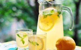 Освежающий напиток от жары: мятный лимонад.