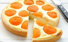 Творожный пирог с персиками.