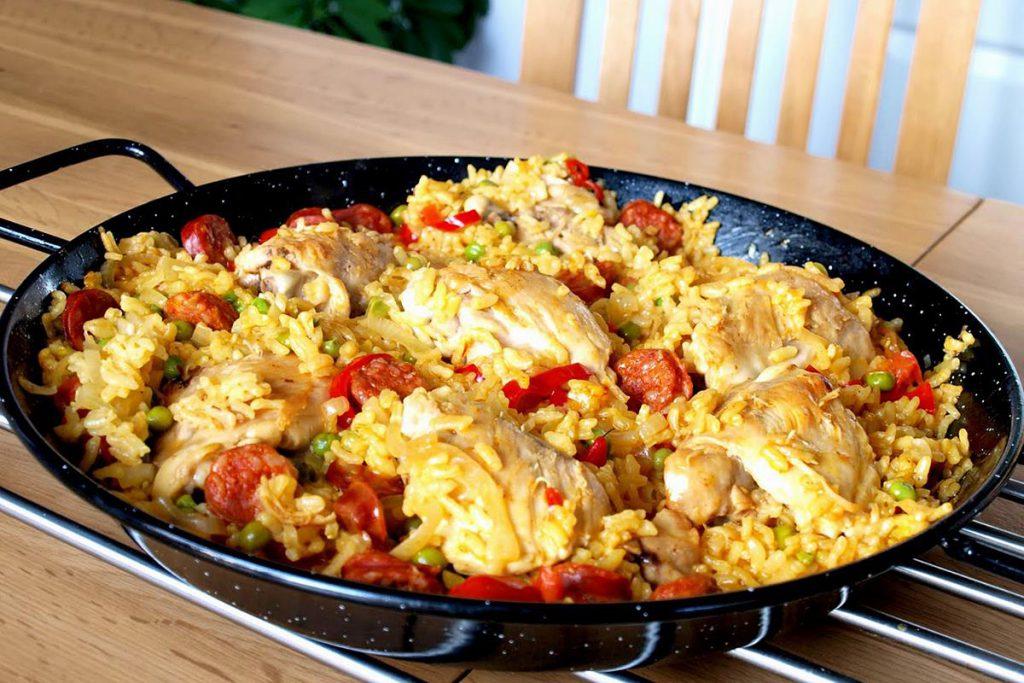Испанская Паэлья с морепродуктами и курицей