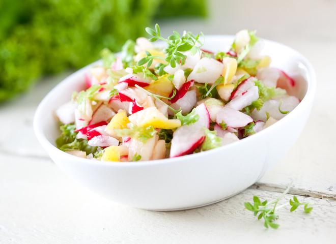 Постные блюда: картофельный салат с редиской и горчицей