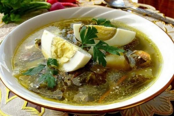 Летний суп со щавелем и шпинатом