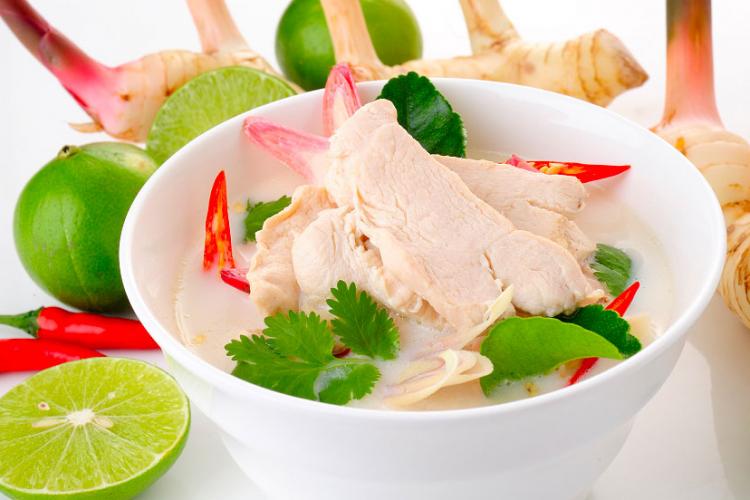 «Том кха гай» — куриный суп по-тайски