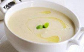 Сливочный суп с цветной капустой и фундуком