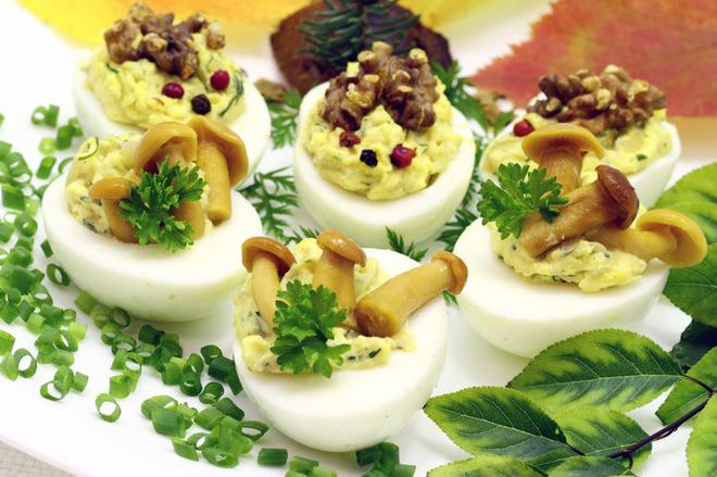 Пасхальные блюда с фотографиями: грибные фаршированные яйца