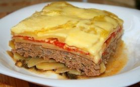 Запеканка картофельная с мясом и помидорами