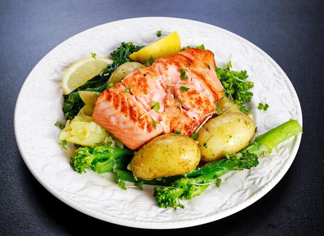 Запеченная молодая картошка с лососем: рецепт вкусного ужина