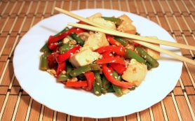 Овощи с тофу в соусе по-китайски