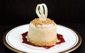 Десерт с мюслями и персиковым пюре