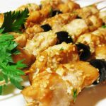 Куриный шашлык в соевом маринаде с маслинами