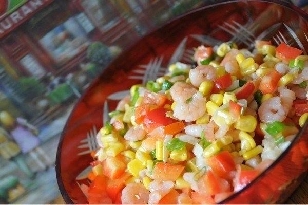 Праздничный, яркий, вкусный салат с креветками