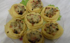Картофельные корзиночки с грибами и ветчиной с грибами и ветчиной