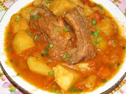 Картошка, тушеная с ребрышками