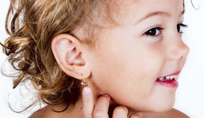 Прокалывание ушей у детей. Когда и как это лучше сделать?