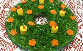 Салат «Рождественский венок со свечами»