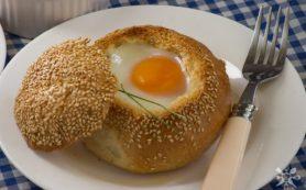 Завтрак в булочке с грибами и сыром