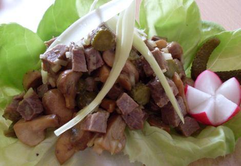 Салат со свининой и шампиньонами