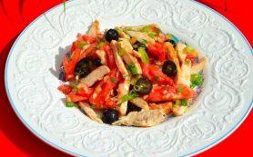 Легкий салат из курицы с оливковым маслом