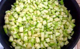 Тушеные цуккини с капустой и нутом