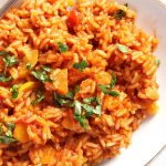 Красный рис с морковью и цукини с соусом
