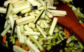 Простой салат с сыром и ветчиной