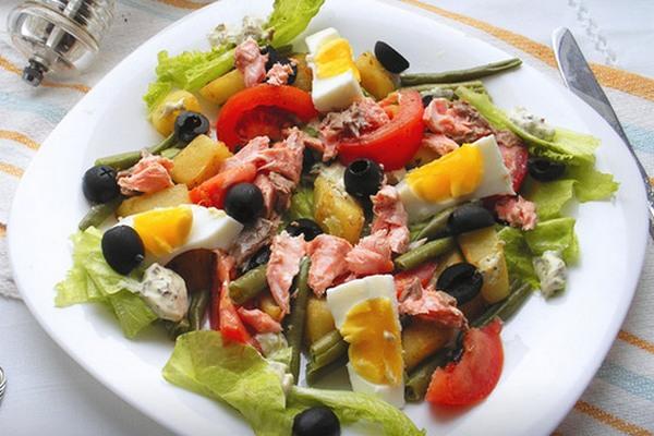Салат «Нисуаз» с лососем и фасолью