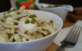 Диетический салат с кальмарами без майонеза