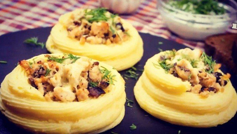 Картофельные булочки с грибной начинкой