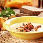 Летний суп с лисичками