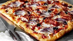 Пицца с лисичками и голубым сыром