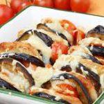 Баклажан с помидорами и сыром