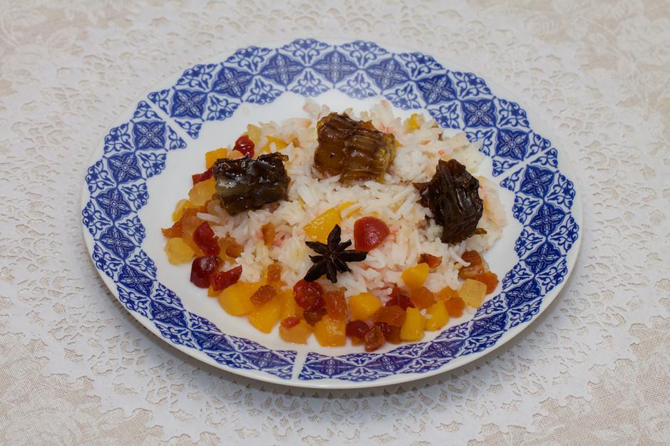 Рис с персиком и сухофруктами